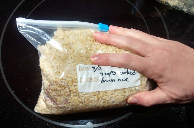 When freezing rice in a bag, press out the air
