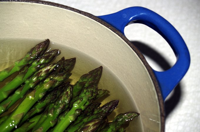 asparagus-in-pot